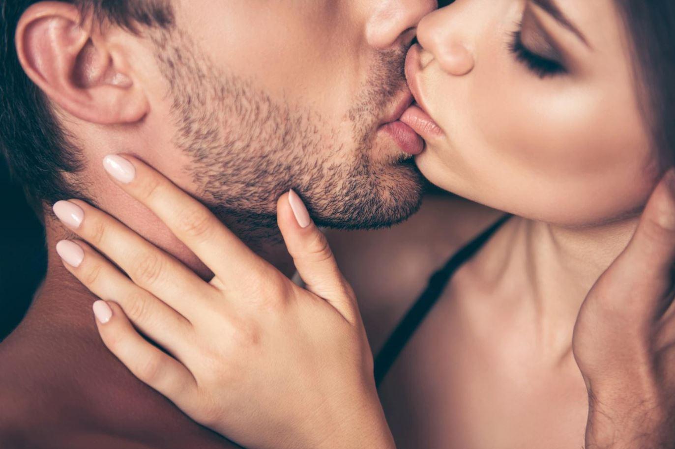 romantic-kissing